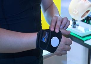 「智能復健衣」助肌力訓練 高科技醫療產品商機大