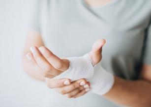 用「皮膚發電」的繃帶,能加快傷口癒合