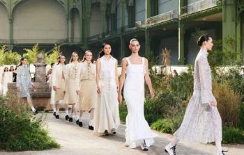 CHANEL 2020春夏高訂 來自修道院的時尚繆思